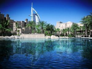 Dubai (zur Abgrenzung von Emirat Dubai auch Dubai City genannt) ist einen Stadt der Vereinigten Arabischen Emirate. Hier leben 85% der Bewohner des Emirates Dubai, was bedeutet, das sich dort […]
